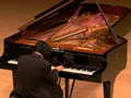 Me ha gustado un vídeo de YouTube ( - Pianist in tears!!!. Most moving piano performance.).